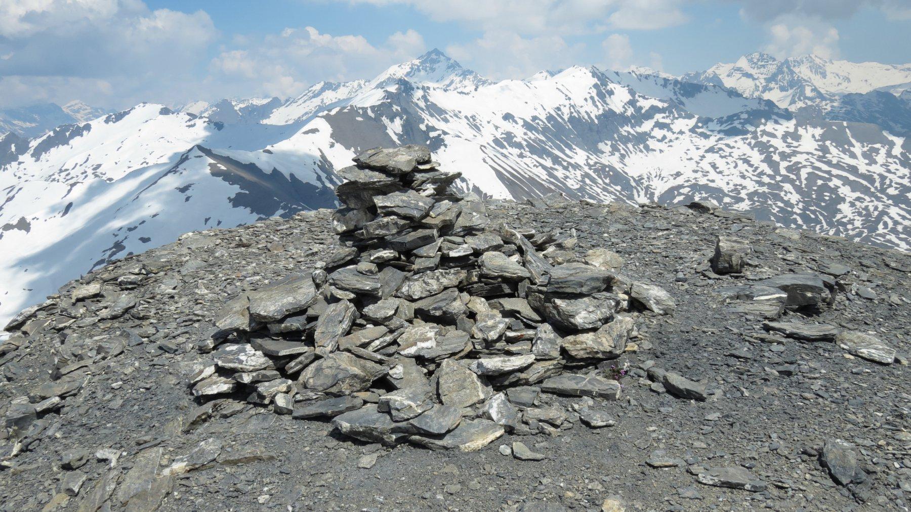 la vetta del Grand Argentier con il semplice ometto di pietre che la indica