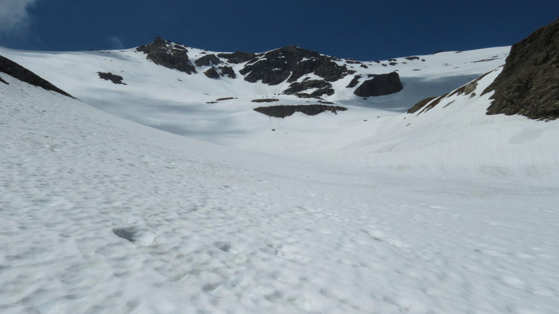 i pendii nevosi del versante SE del Grand Argentier da risalire