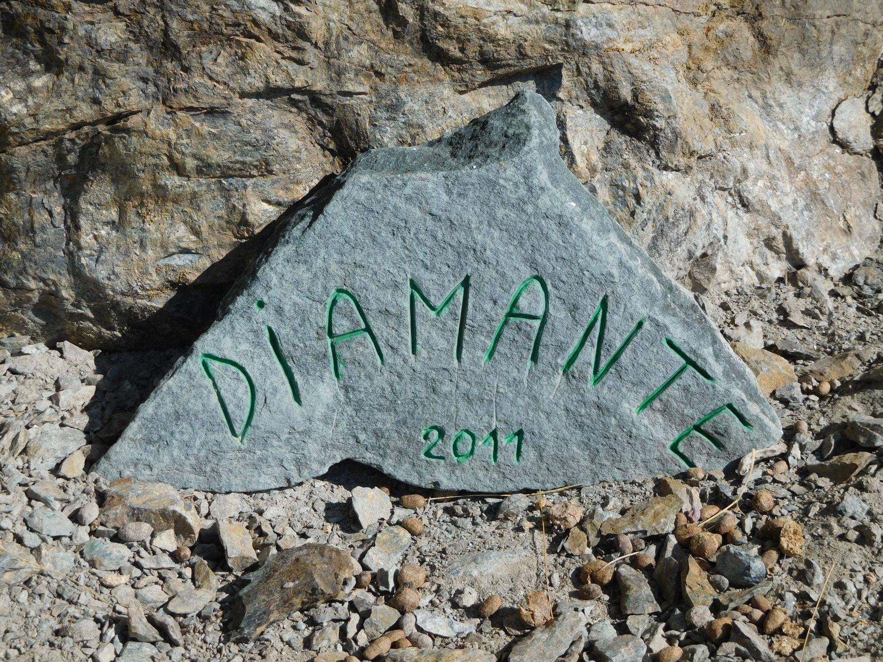 Il sasso con il nome della via