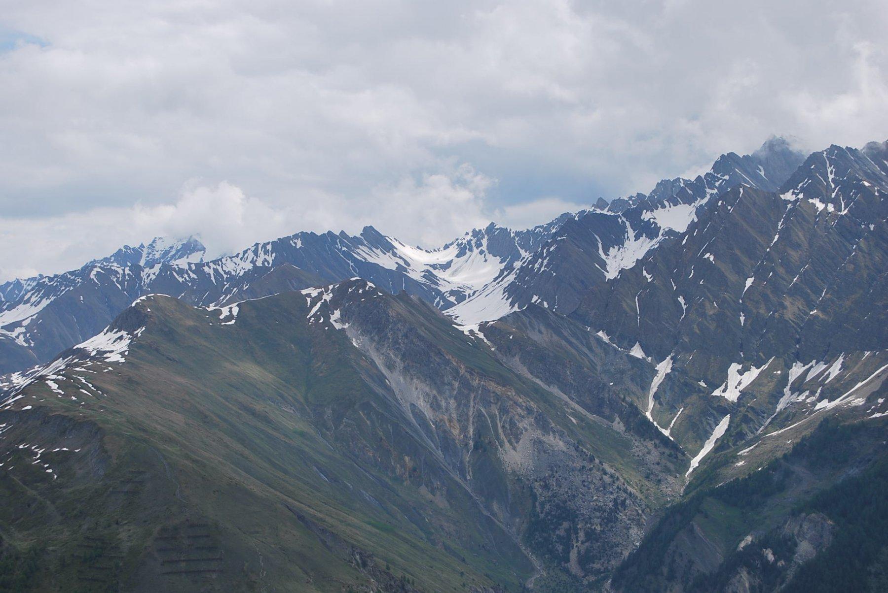 Tre colli perfettamente allineati: Col Sapin, Pas entre deux Sauts e Col Malatra.
