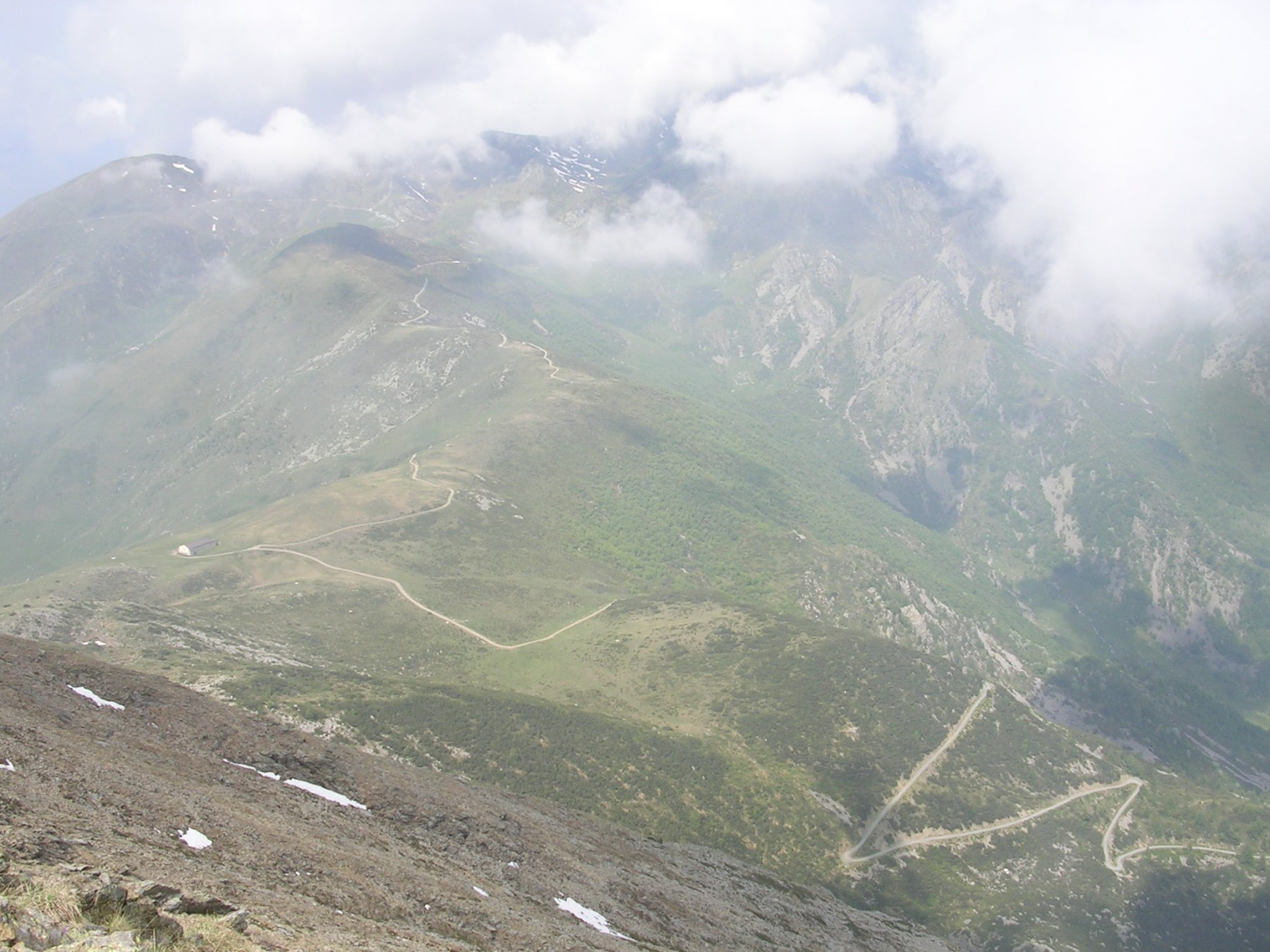 Il colombardo e la strada che sale dalla valle di Viù visti dalla cima