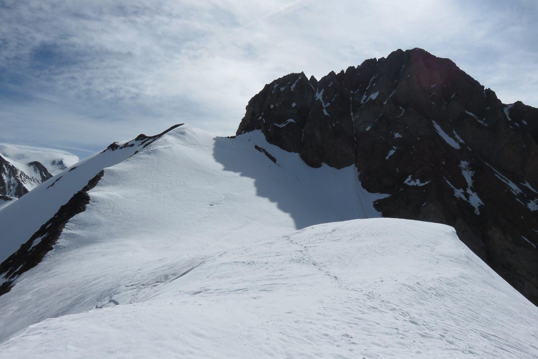 dal Dome a dx l'Aiguille des Glacier e a sx la spalla 3706 m.