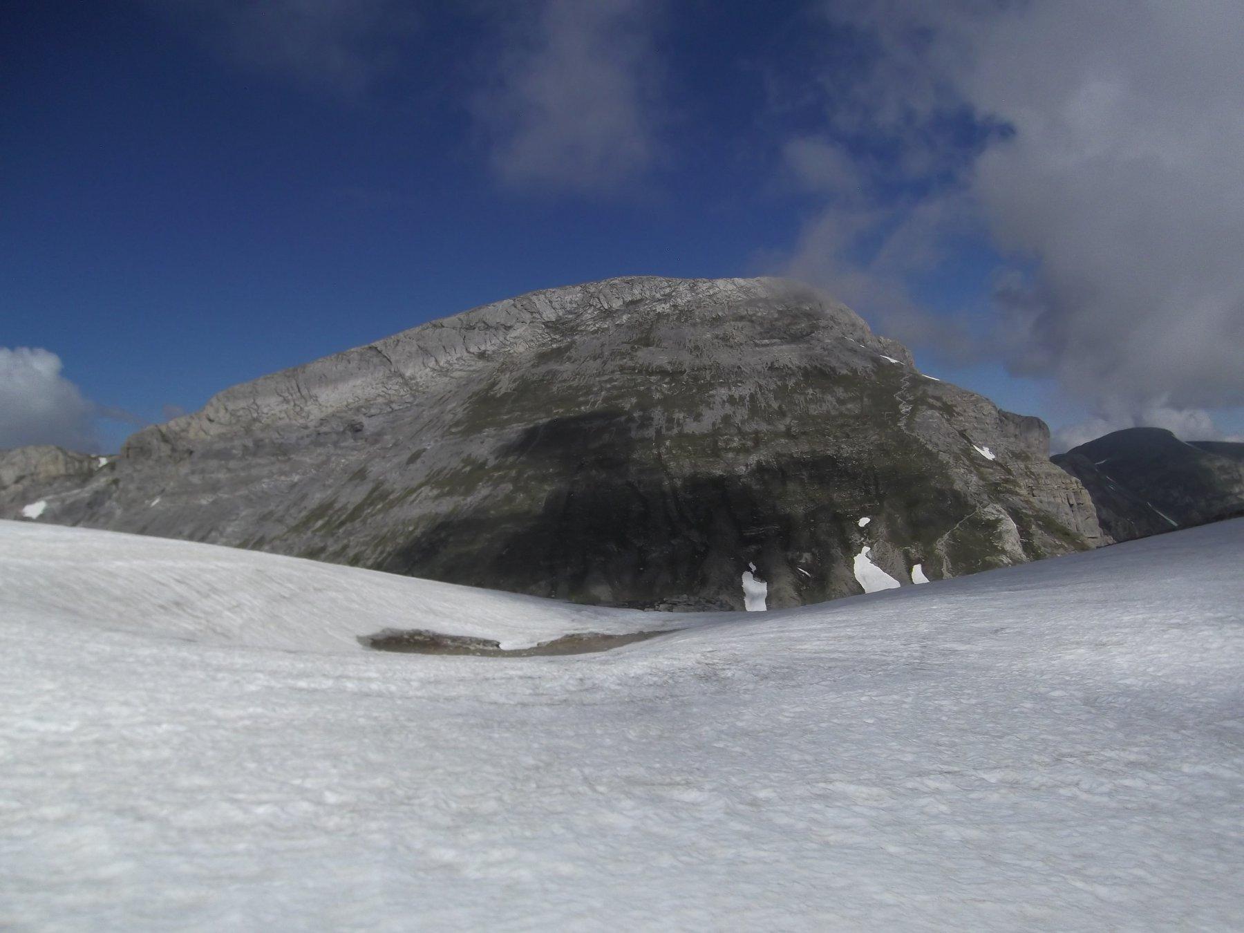 Il Mongioie visto dalla Sella tra il Rotondo e la Revelli.