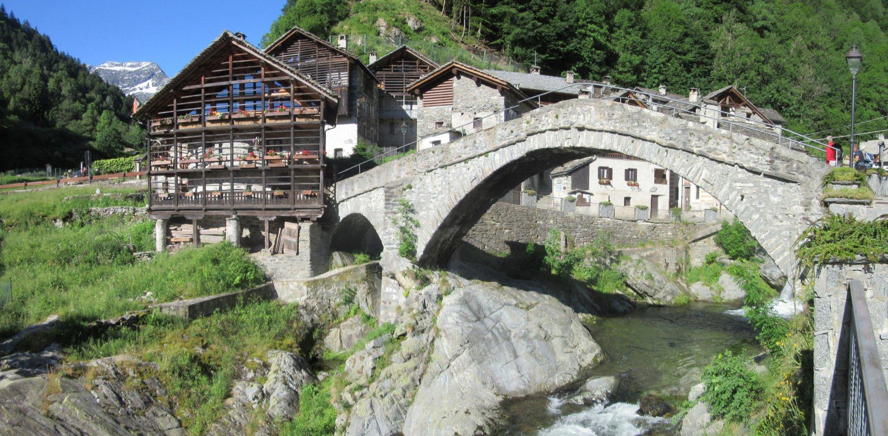 Rassa con il suo ponte in pietra
