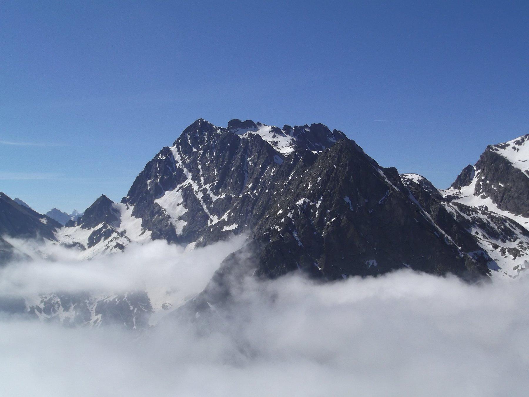 Monte Matto dalla vetta.