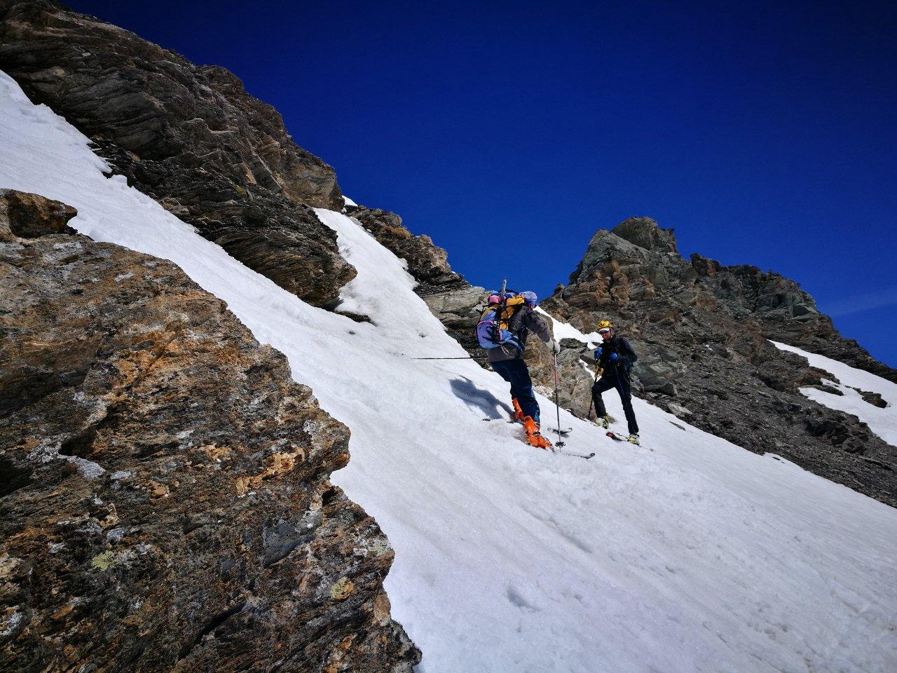 12 - ingresso su neve nella discesa dal Col des Fours, versante S