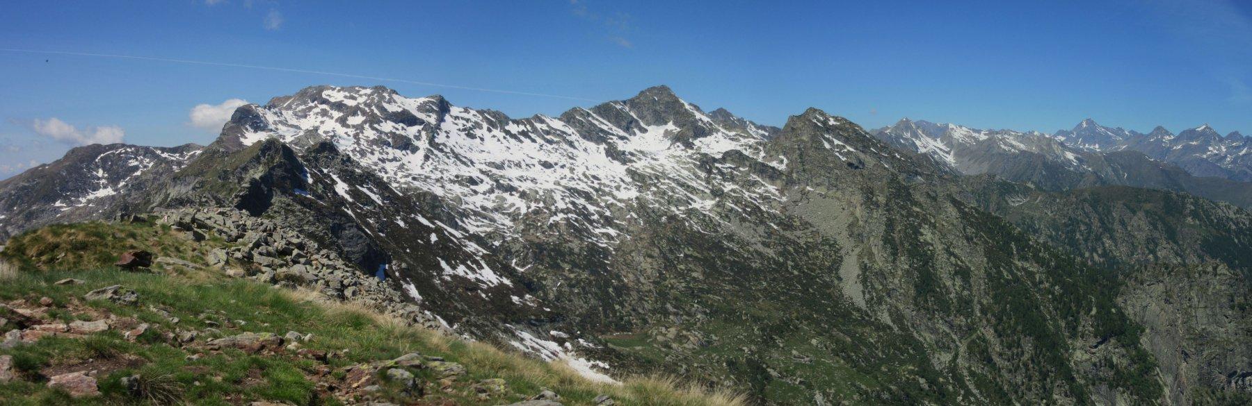 Panorama verso le montagne della Valchiusella