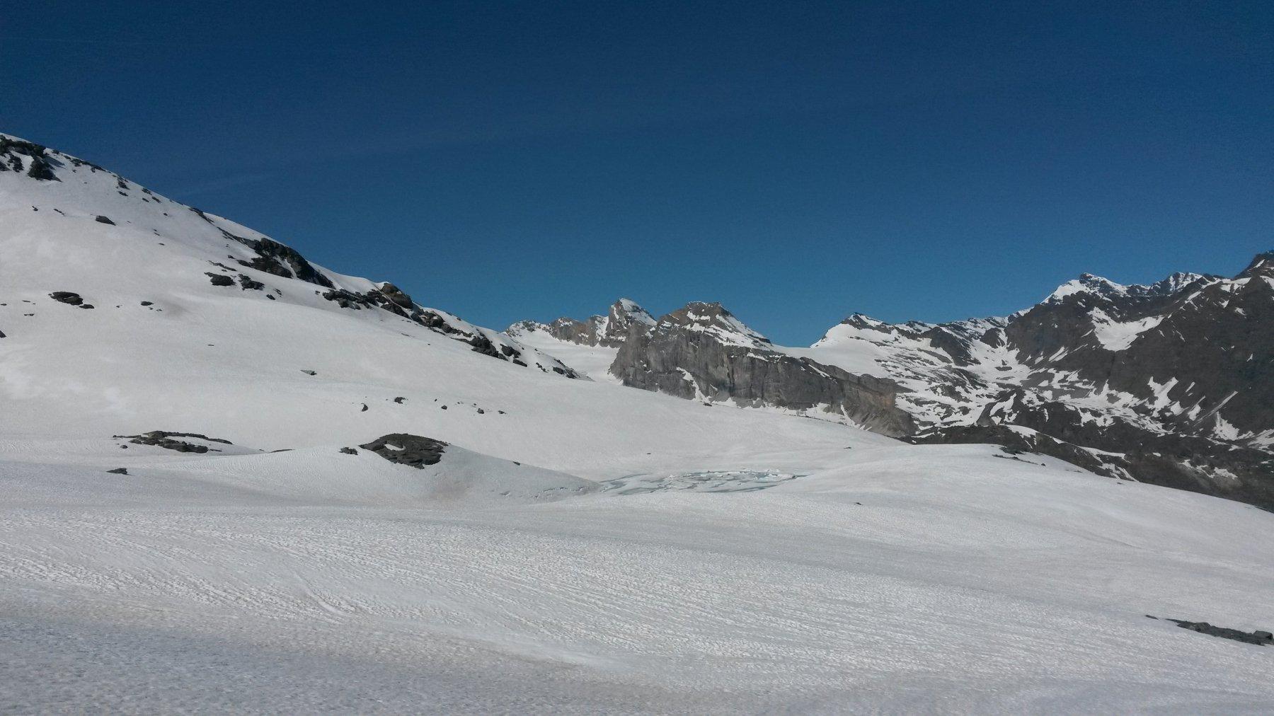 Secondo lago di fusione con, sullo sfondo, la Granta Parey