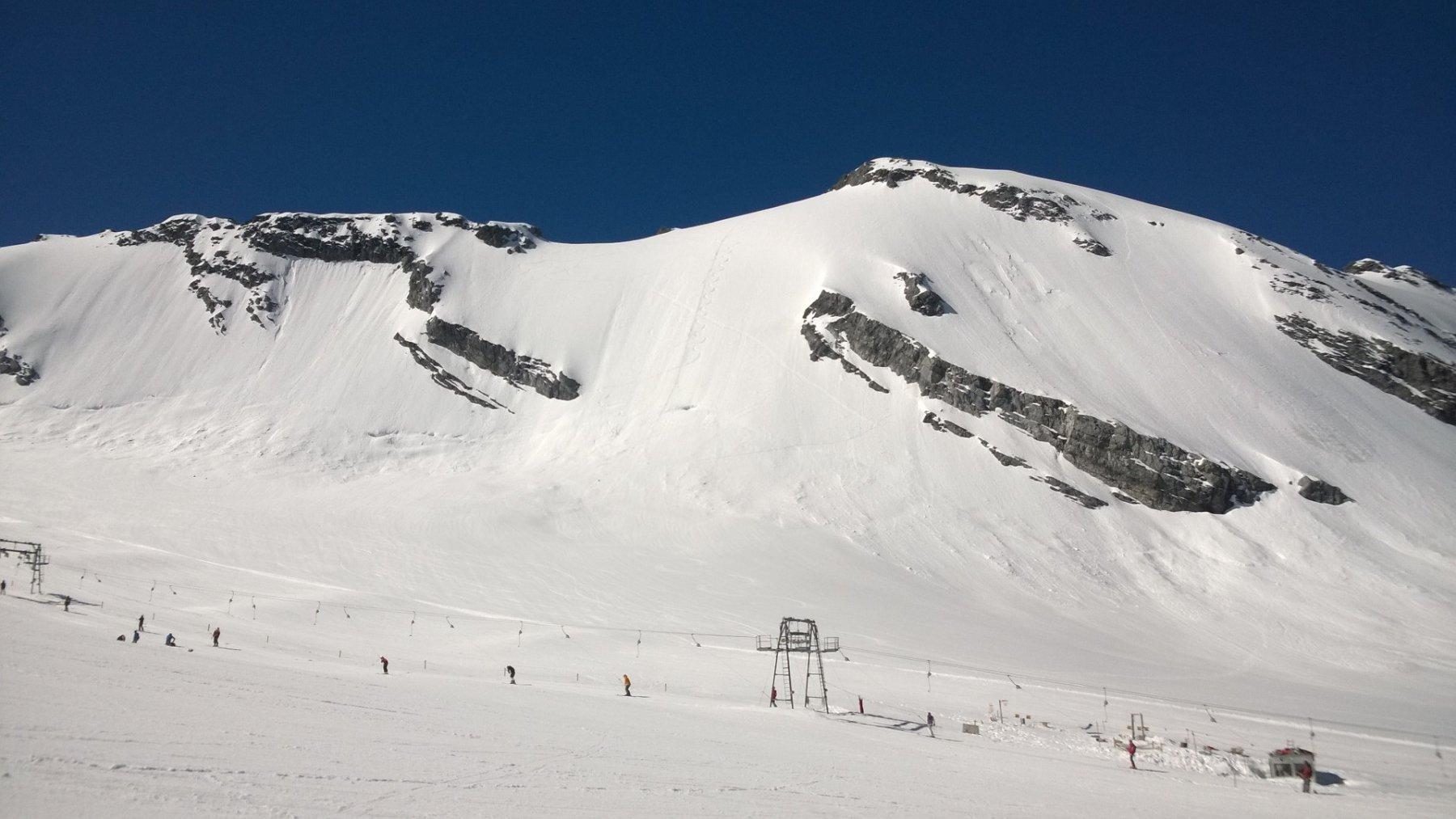 Monte Cristallo: carosello dello sci estivo e tracce di discesa dalla Nord.