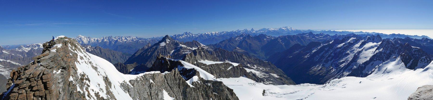 Panoramica dalla cima, dal Bianco al monte Rosa...