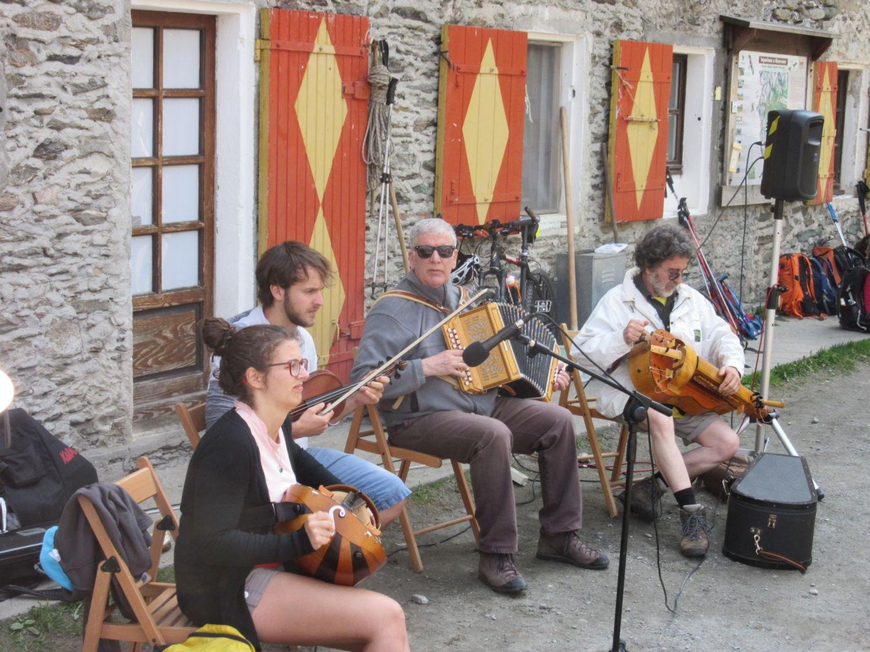Orchesta che suona musiche Occitane