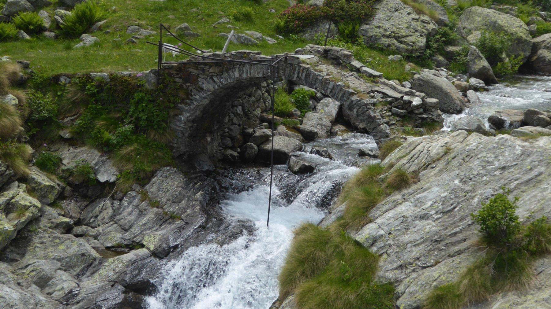Il Ponte Romanico dell'Alpe Lion di Brosso, E' SEMPRE MORIBONDO!