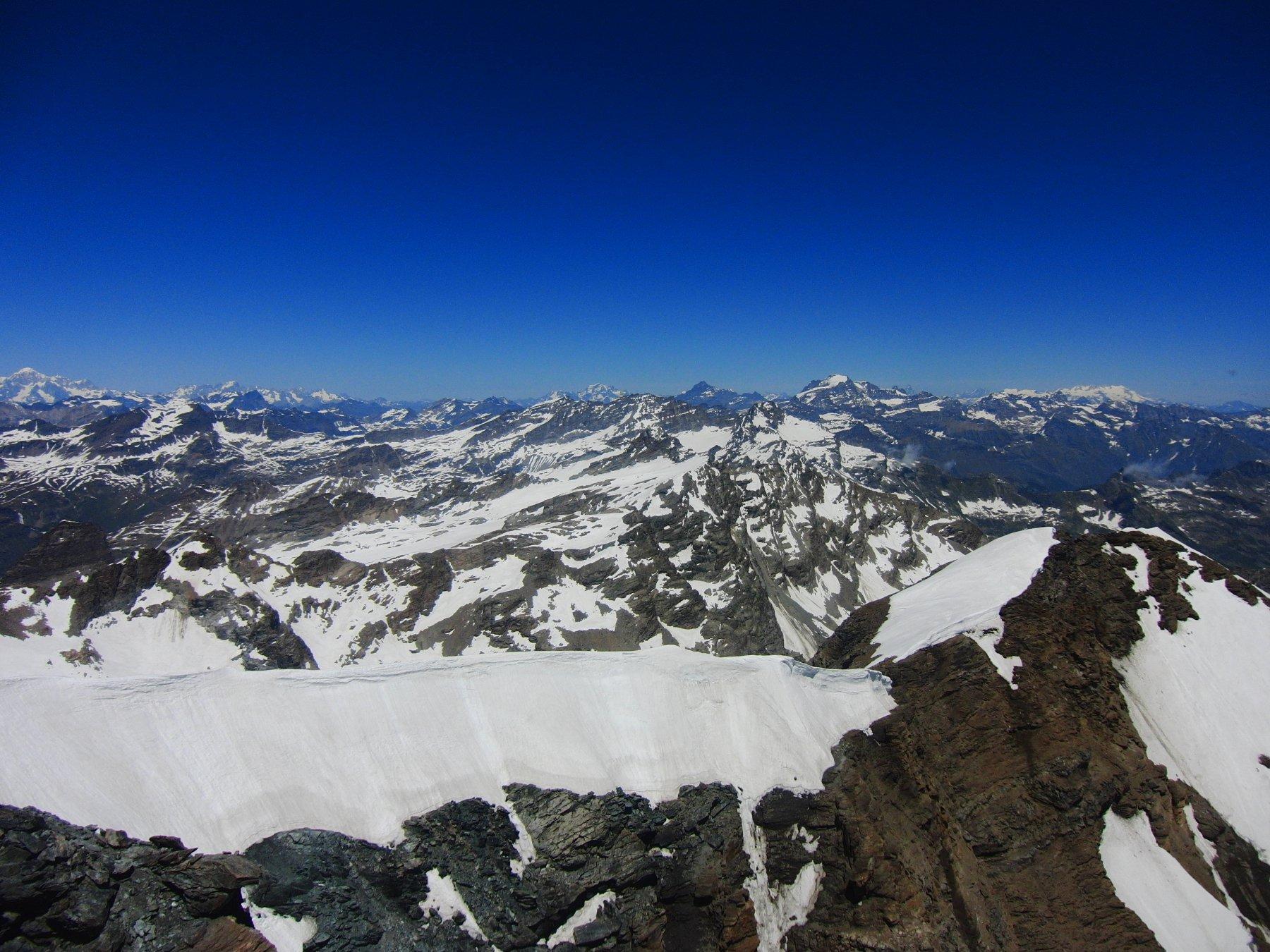 Vista dalla cima verso i giganti valdostani