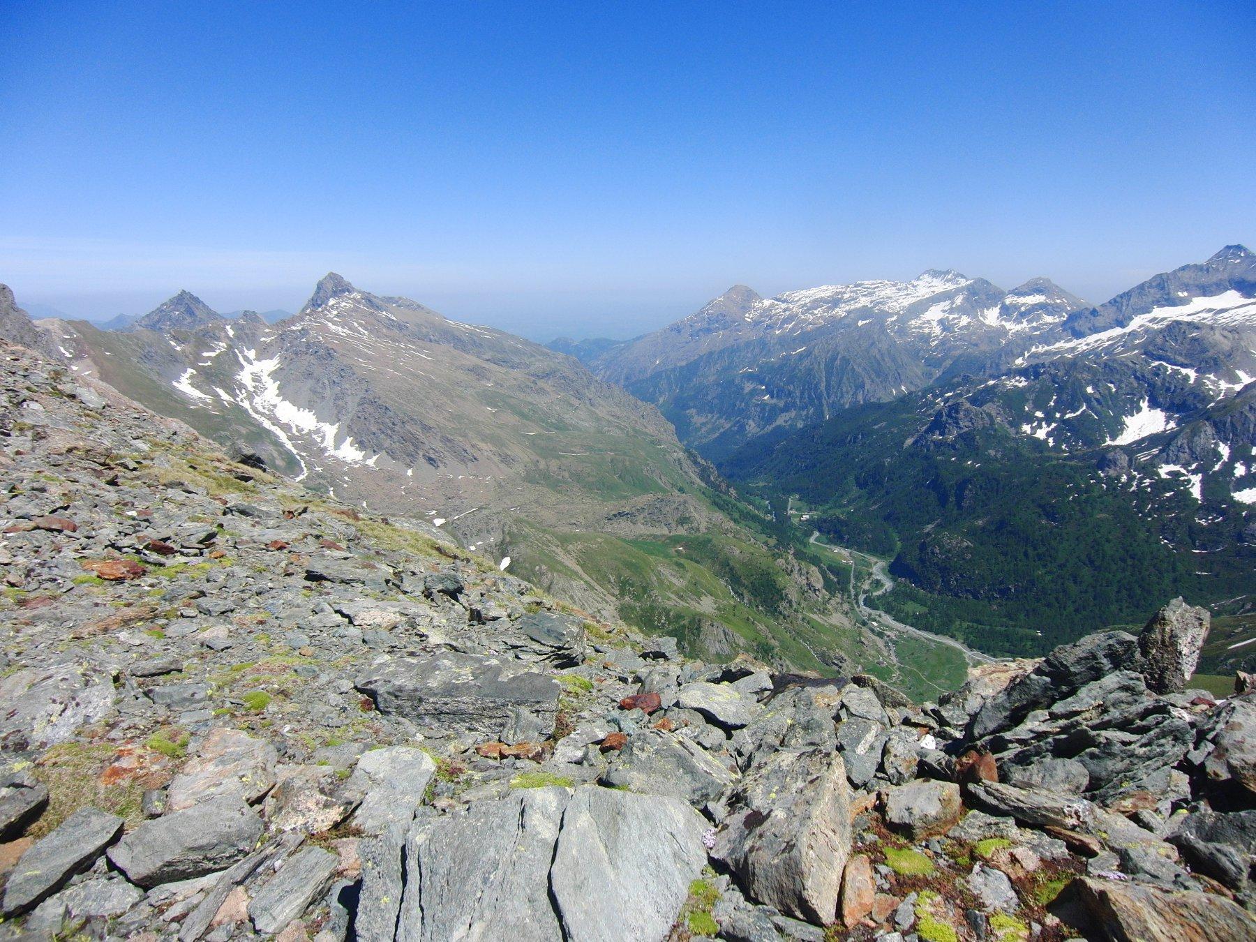 Val d'Ala. A sinistra Mondrone e a destra Golai e Ovarda