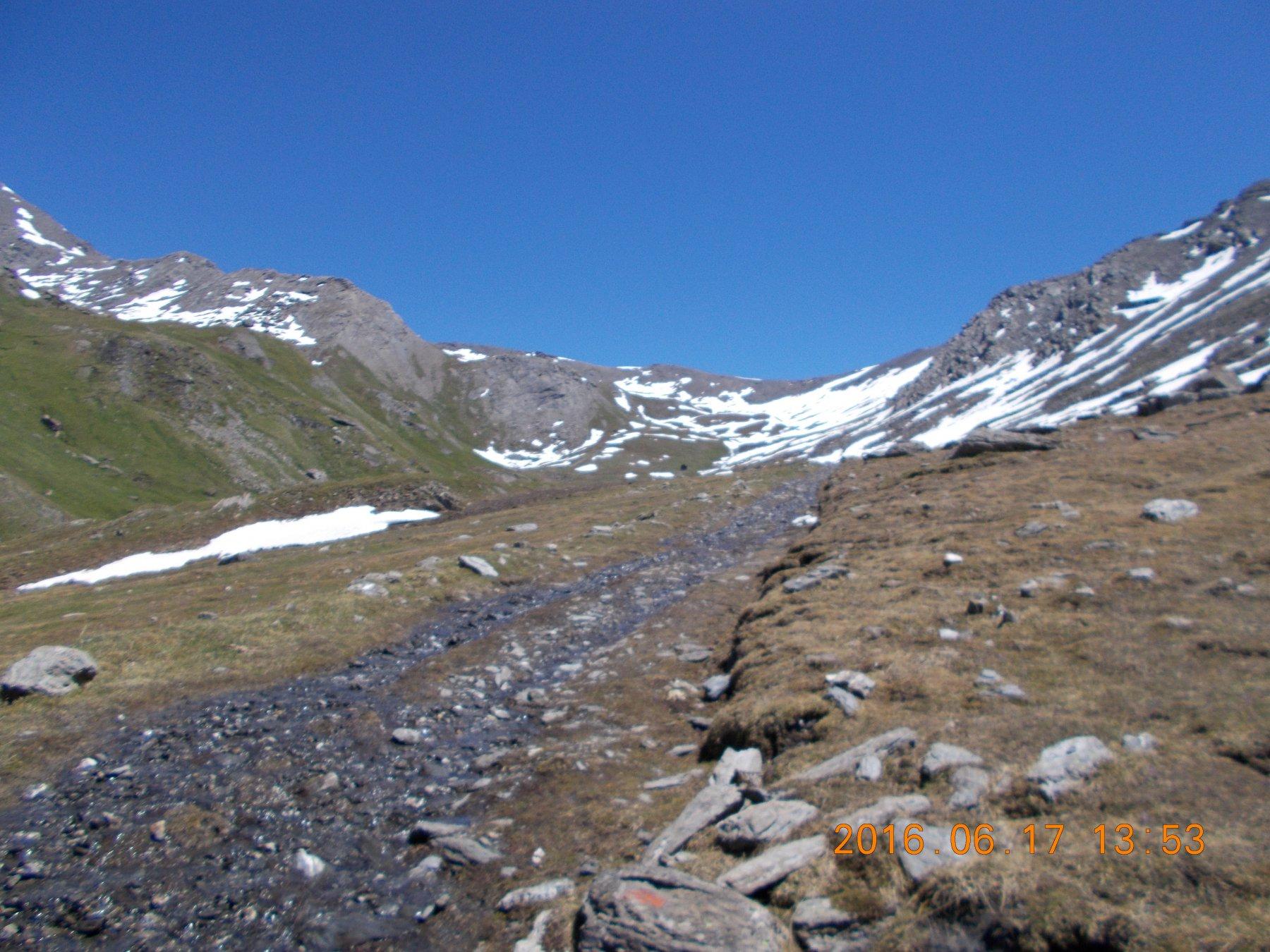 Valle di Thures: sullo sfondo il colle.