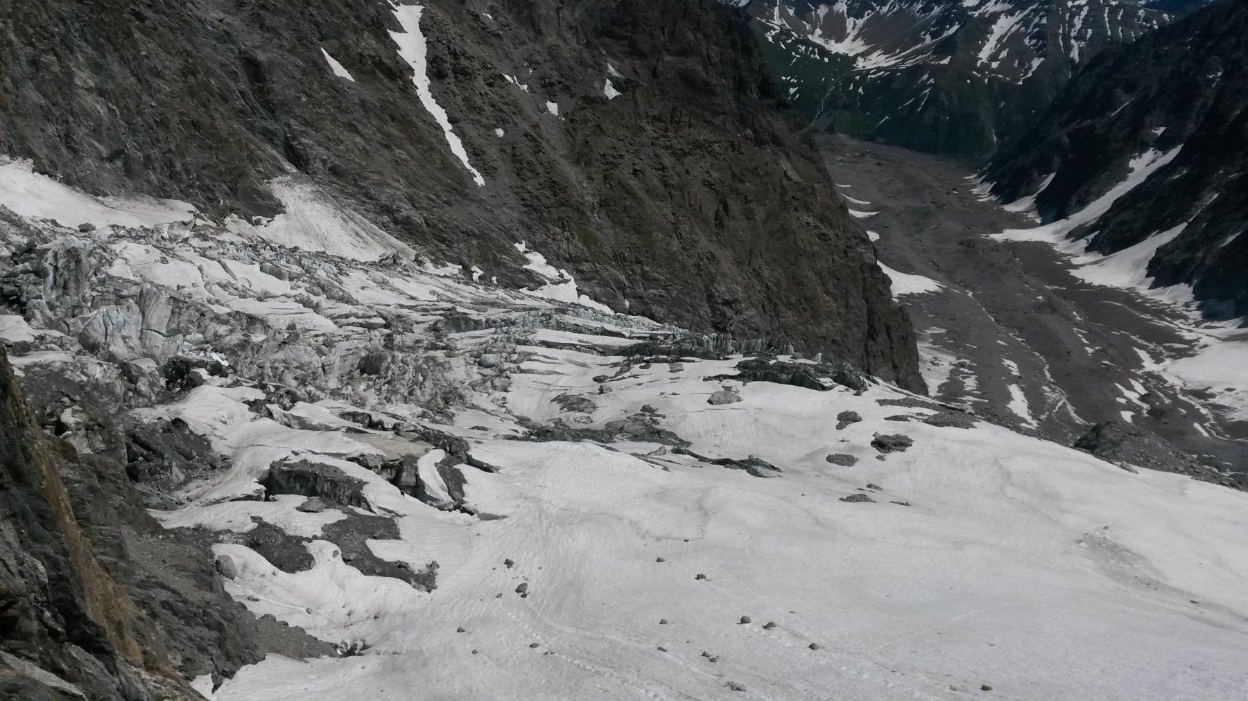 parte bassa del ghiacciaio del Dome e ghiacciaio del Miage visti salendo al Gonella