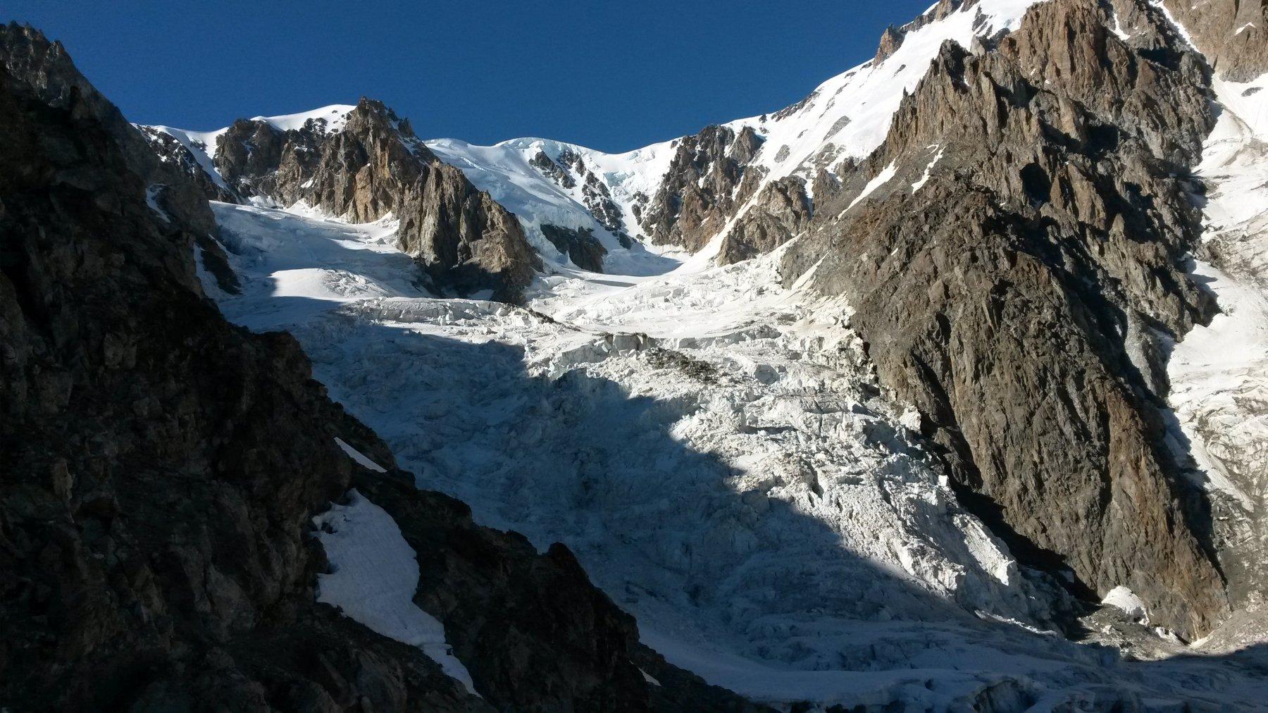 Parte alta del ghiacciaio del Dome dal rifugio Gonella
