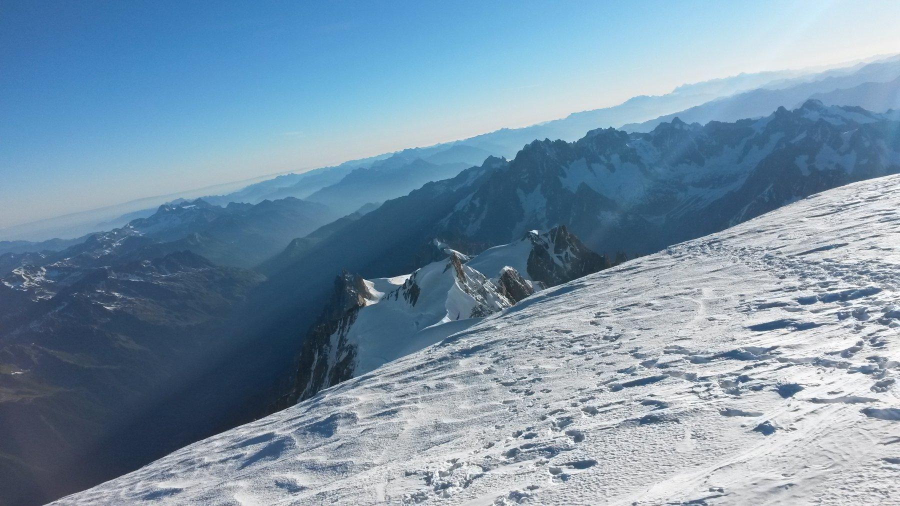 Si intuisce la via di discesa fino all'Aiguille du Midi