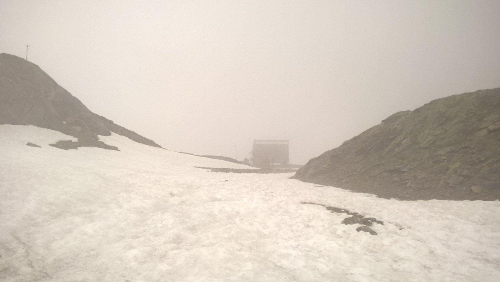 .............Il rifugio nella nebbia