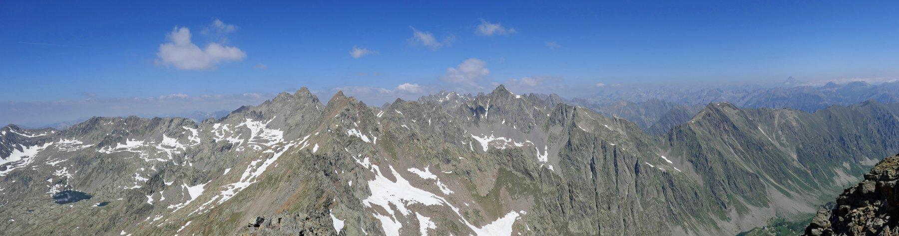 Panoramica dalla cima di Laroussa