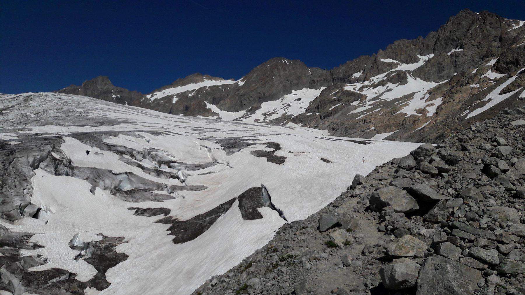 vista della situazione del ghiacciaio appena tolti gli sci ed iniziato la discesa sul sentiero estivo