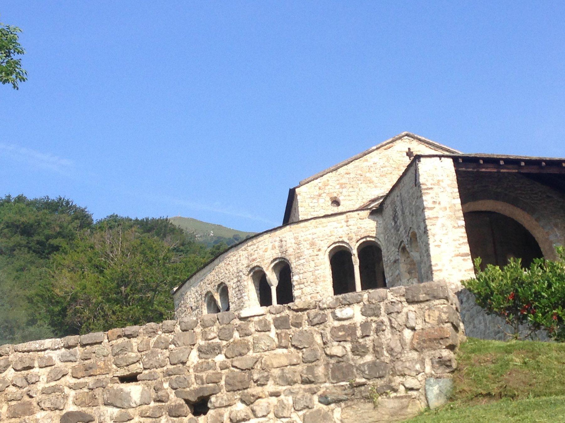 San Pietro e cima del Cornizzolo alle spalle