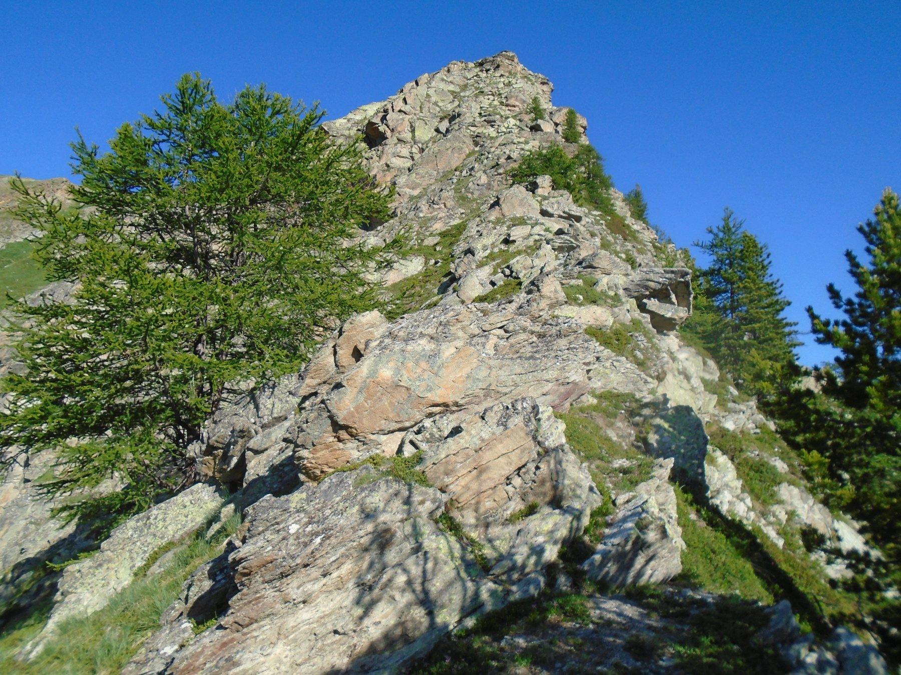 Sulla cresta verso il castello roccioso