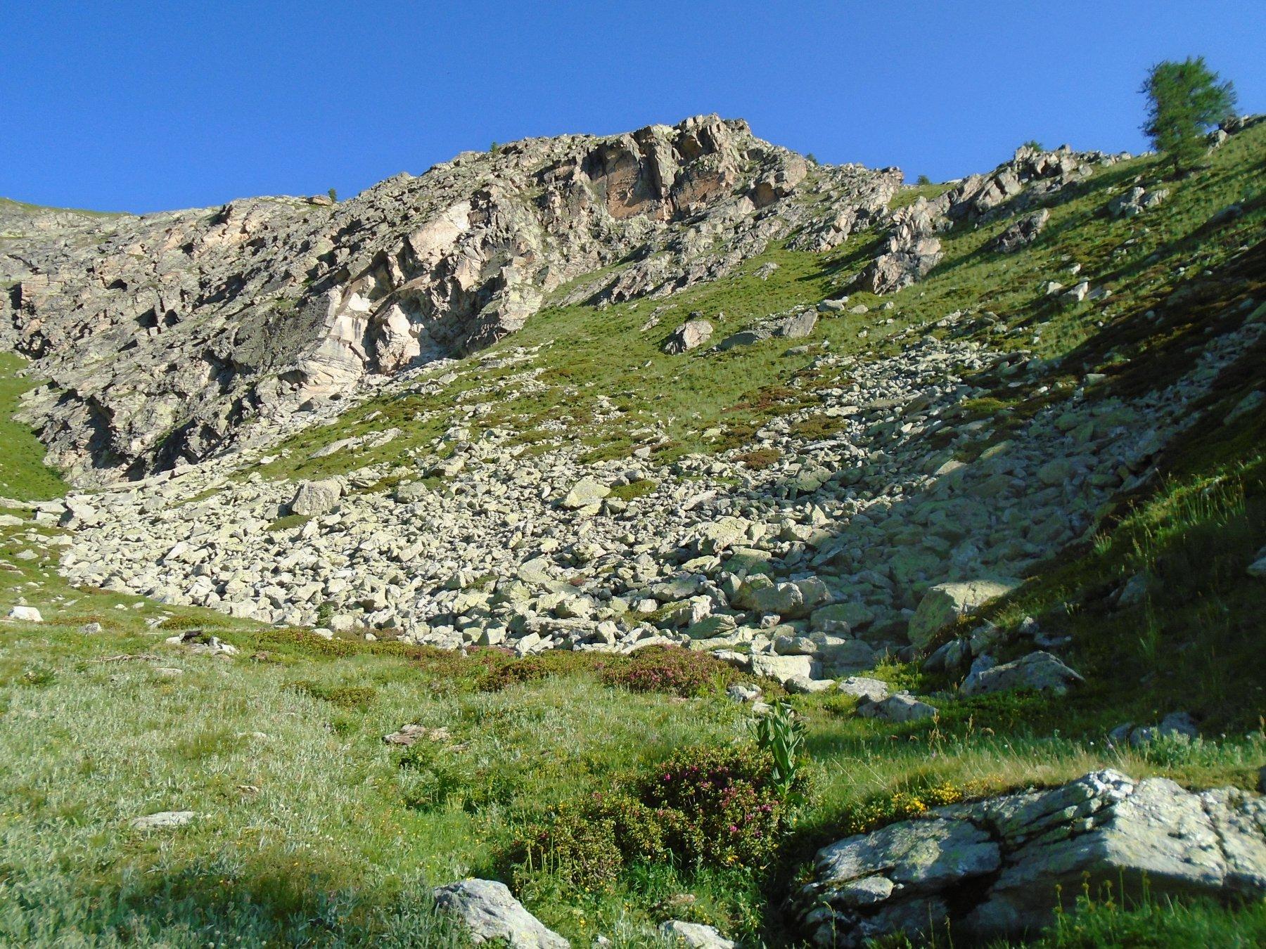 Prima di salire in cresta sguardo sul tratto roccioso