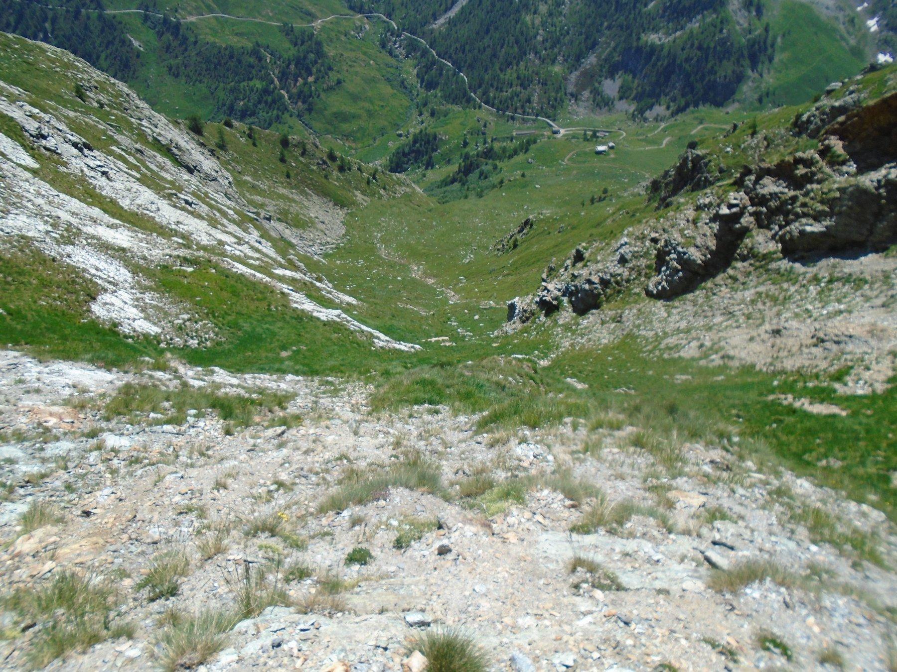 Canale SE parte alta ripida; in basso Gr. Maro e Valanga