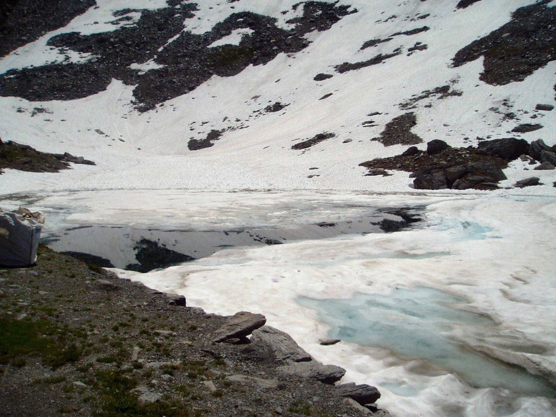 Lago Verde, ancora gelato.