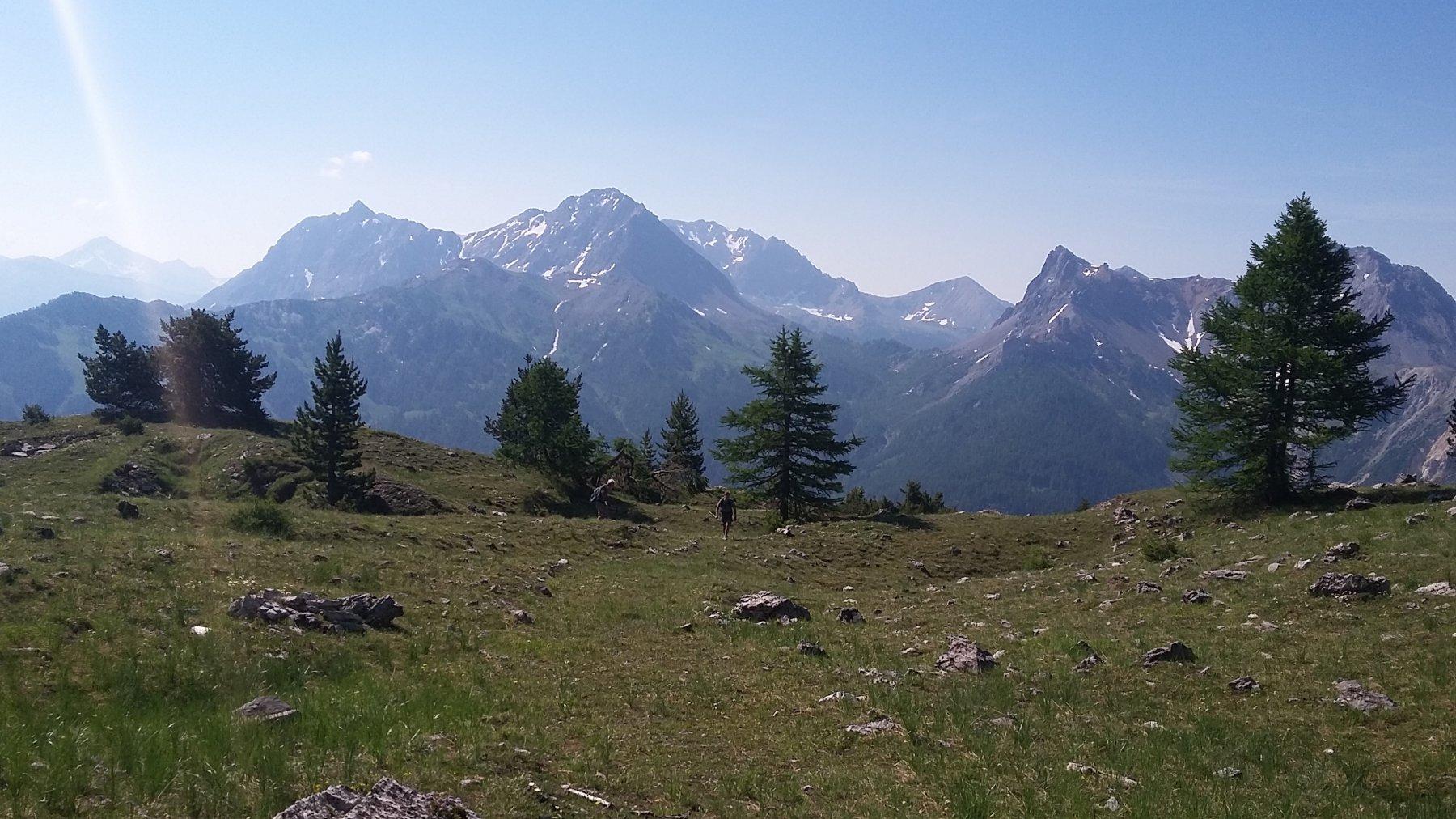 sul pianoro sopra il bosco con panorama dalla  Clotesse alla  Seuer