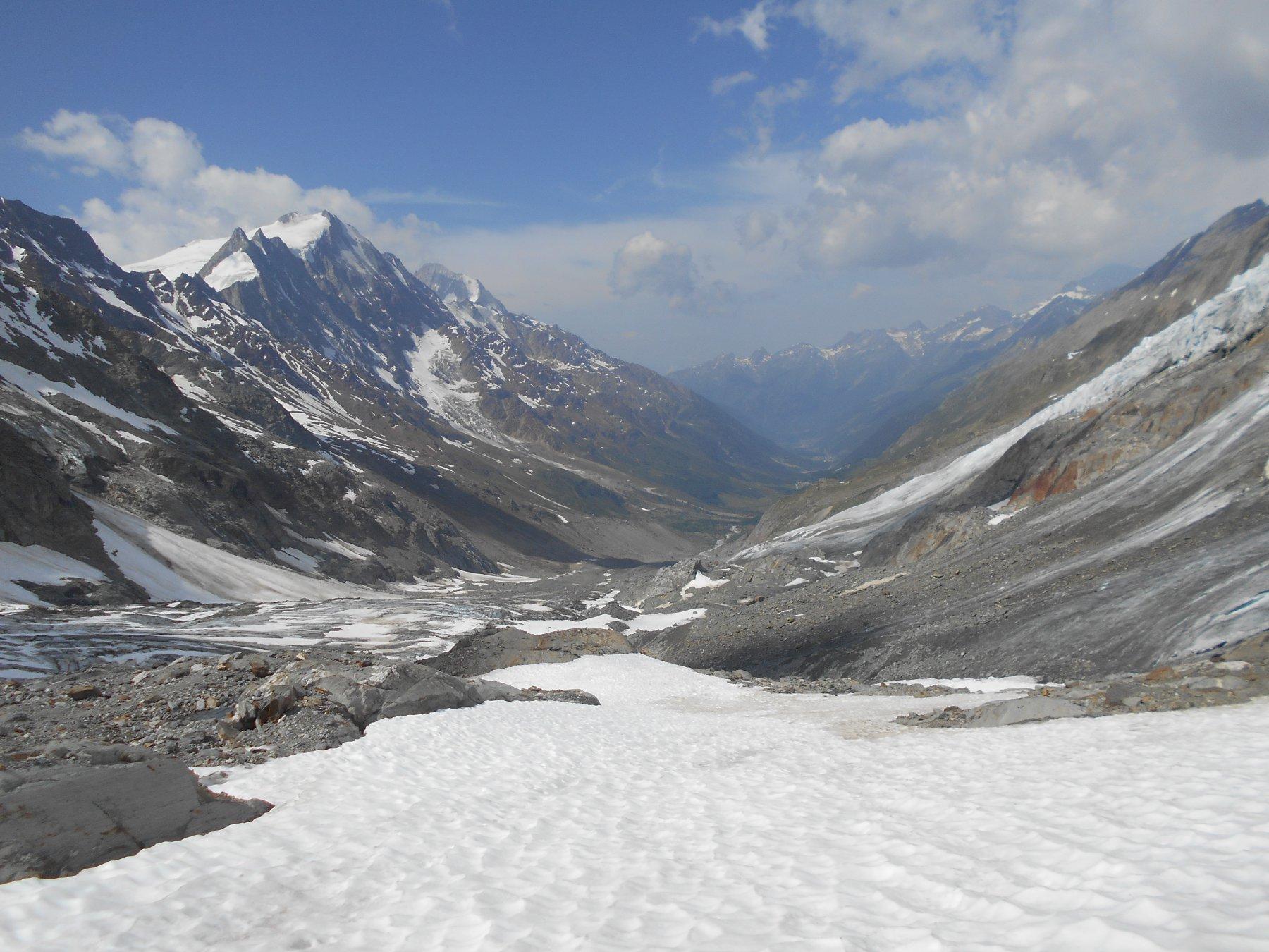 ultimi nevai prima di riportarsi sul ghiacciaio