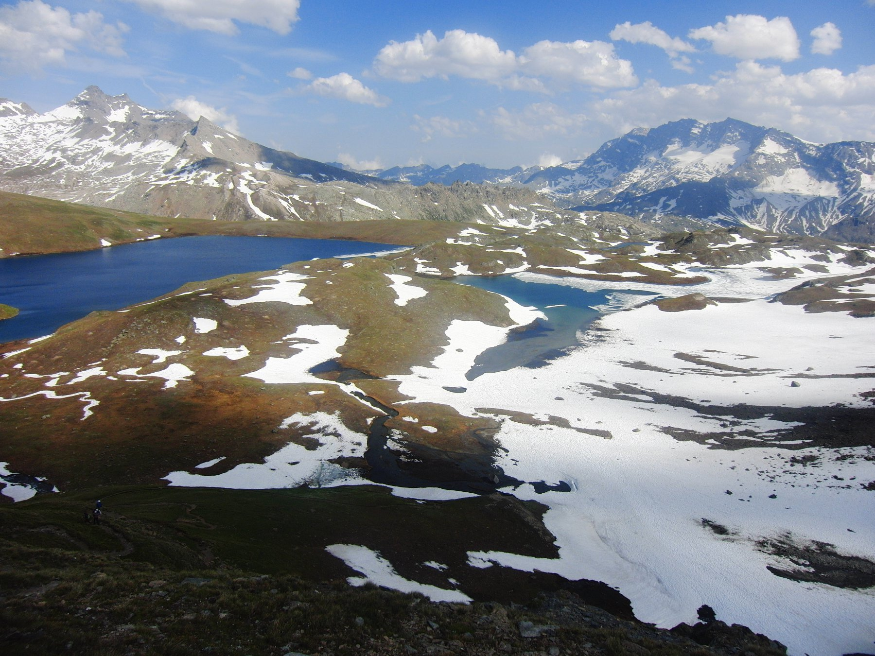 I laghi Rousset e Leita e sullo sfondo a destra le Levanne