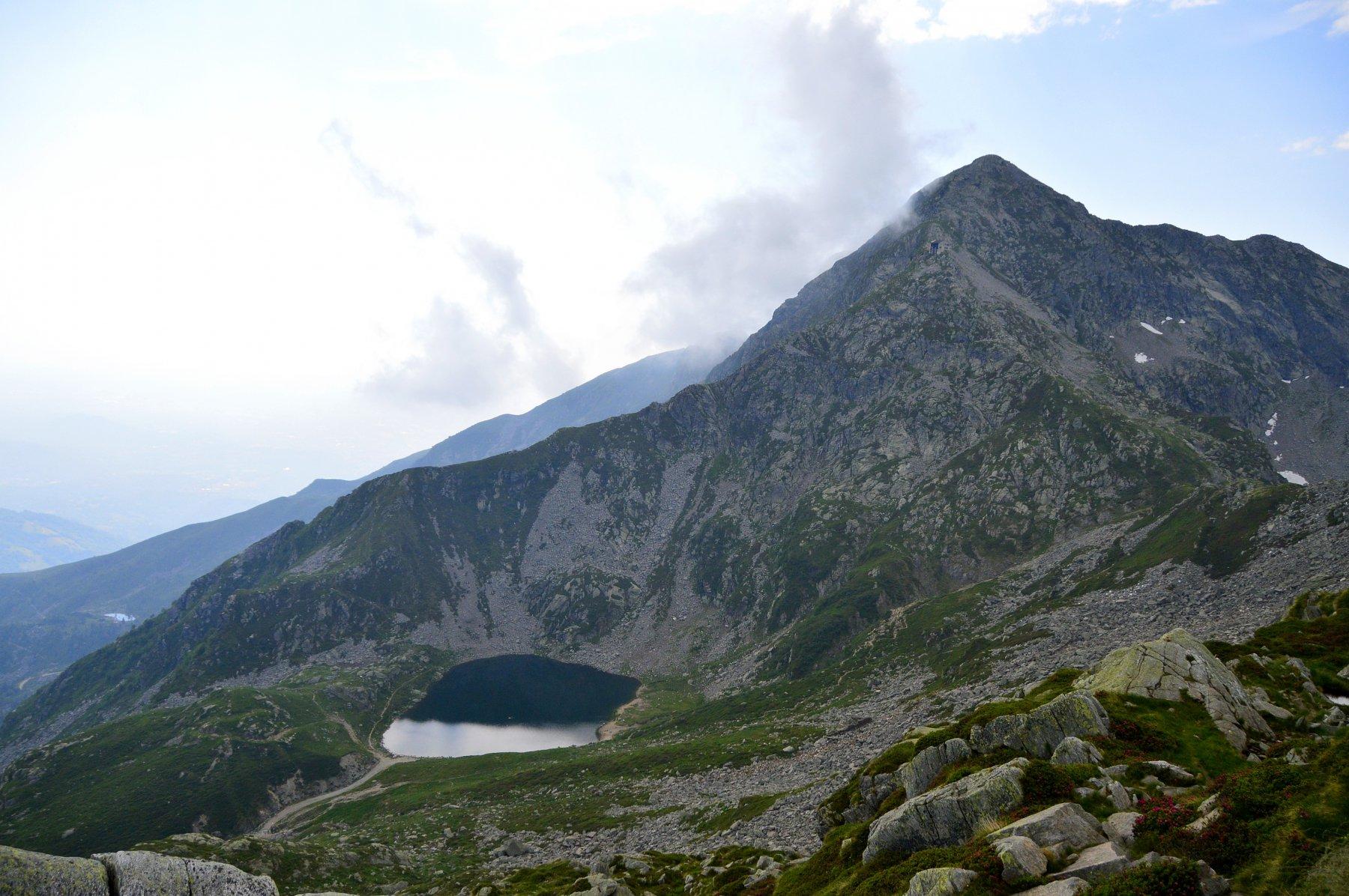 Con panorama su monte Mucrone e lago omonimo