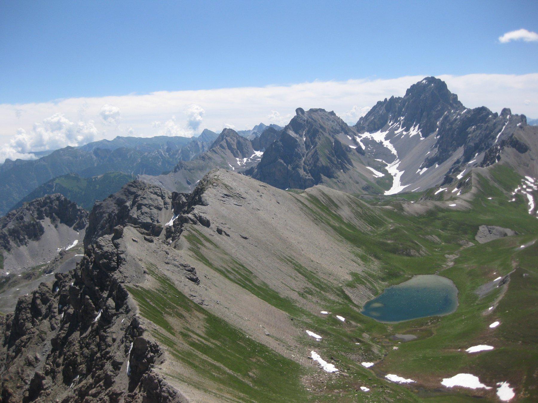 lago reculaye dalla cima omonima