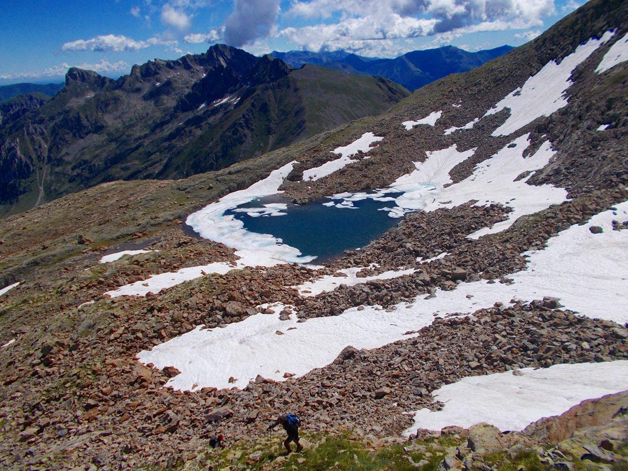 Il lago di Vernasca ,salendo alla cima