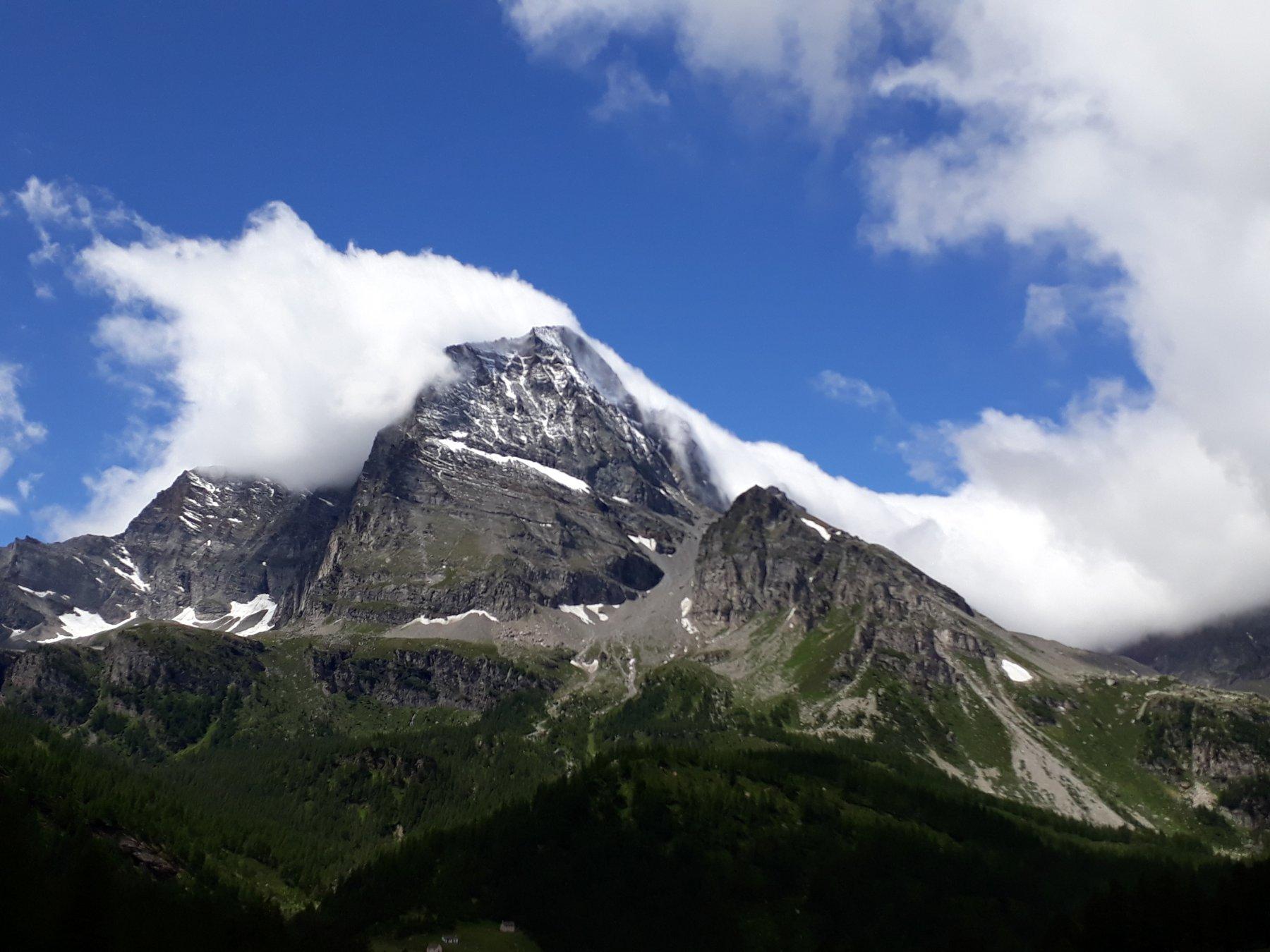 Il monte Leone visto dalla traversata dall'Alpe Ciamporino all'Alpe Veglia