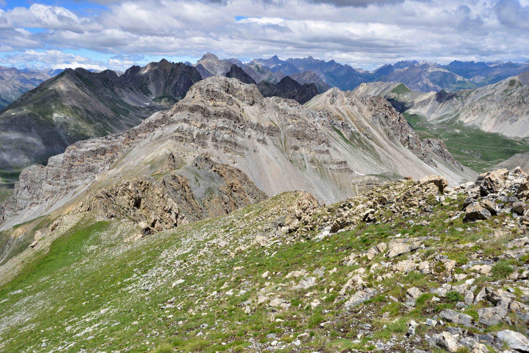 Il M.Servagno e la cresta di salita dalla vetta del M.Giordano