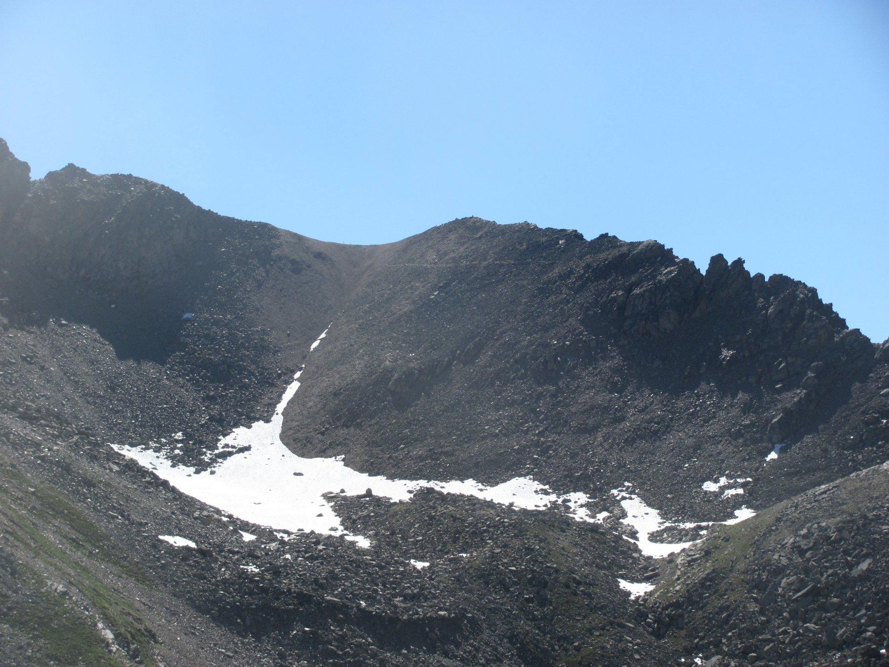 La minuscola P.ta Rocchetta,  a destra del Colle della Terra