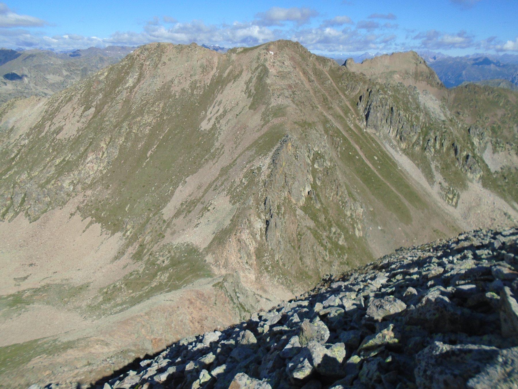 Monte Aver di fronte, in basso Colle dei Morti