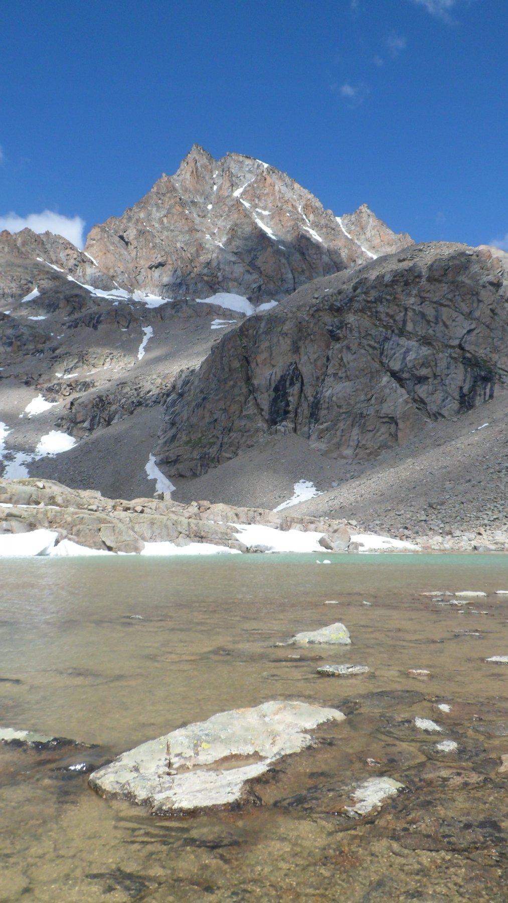 Il lago di Ciamousseretto superiore e il Ciarforon