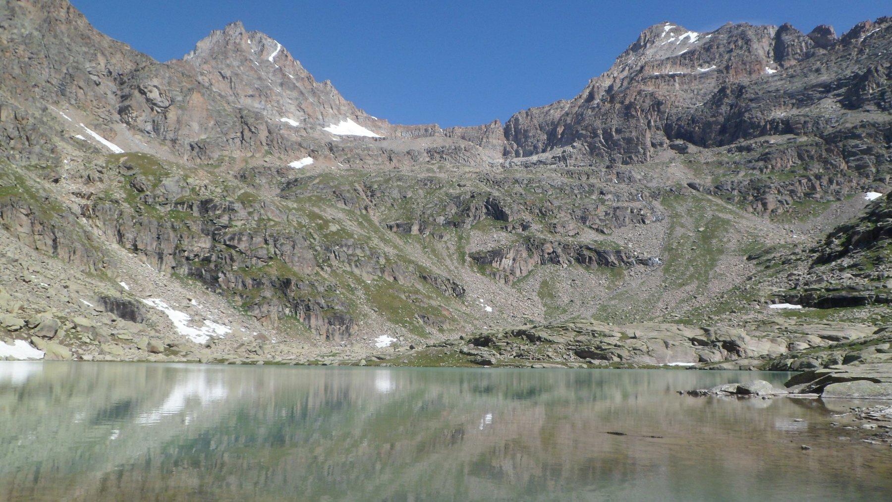 Il lago di Ciamousseretto inferiore, il Ciarforon e la Tresenta
