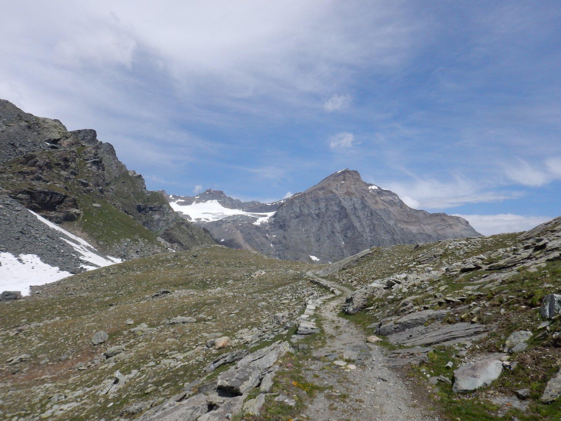 la cima vista dal sentiero che arriva al rifugio gastaldi