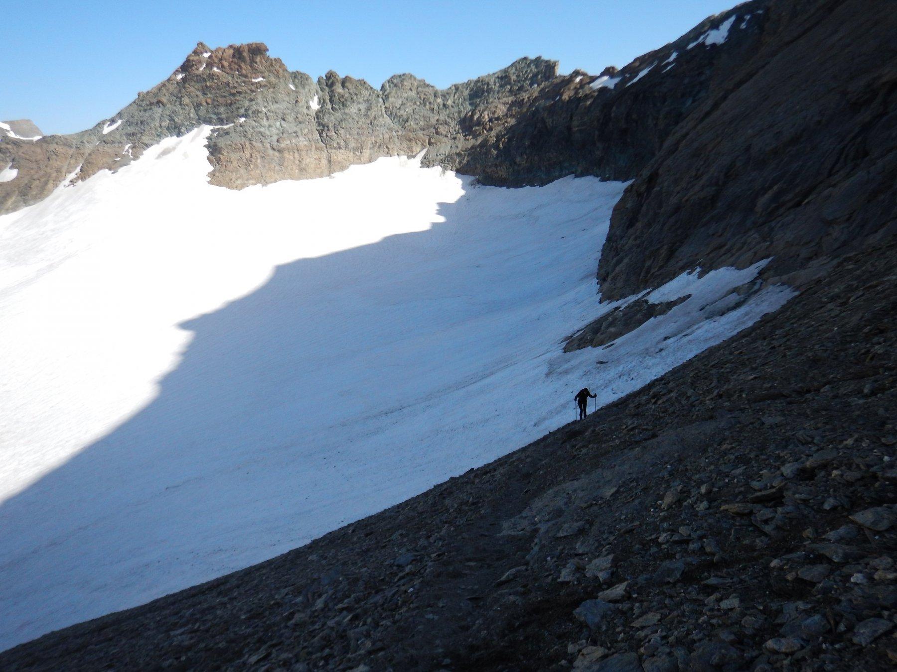 dopo il ghiacciaio il sentiero che sale in vetta