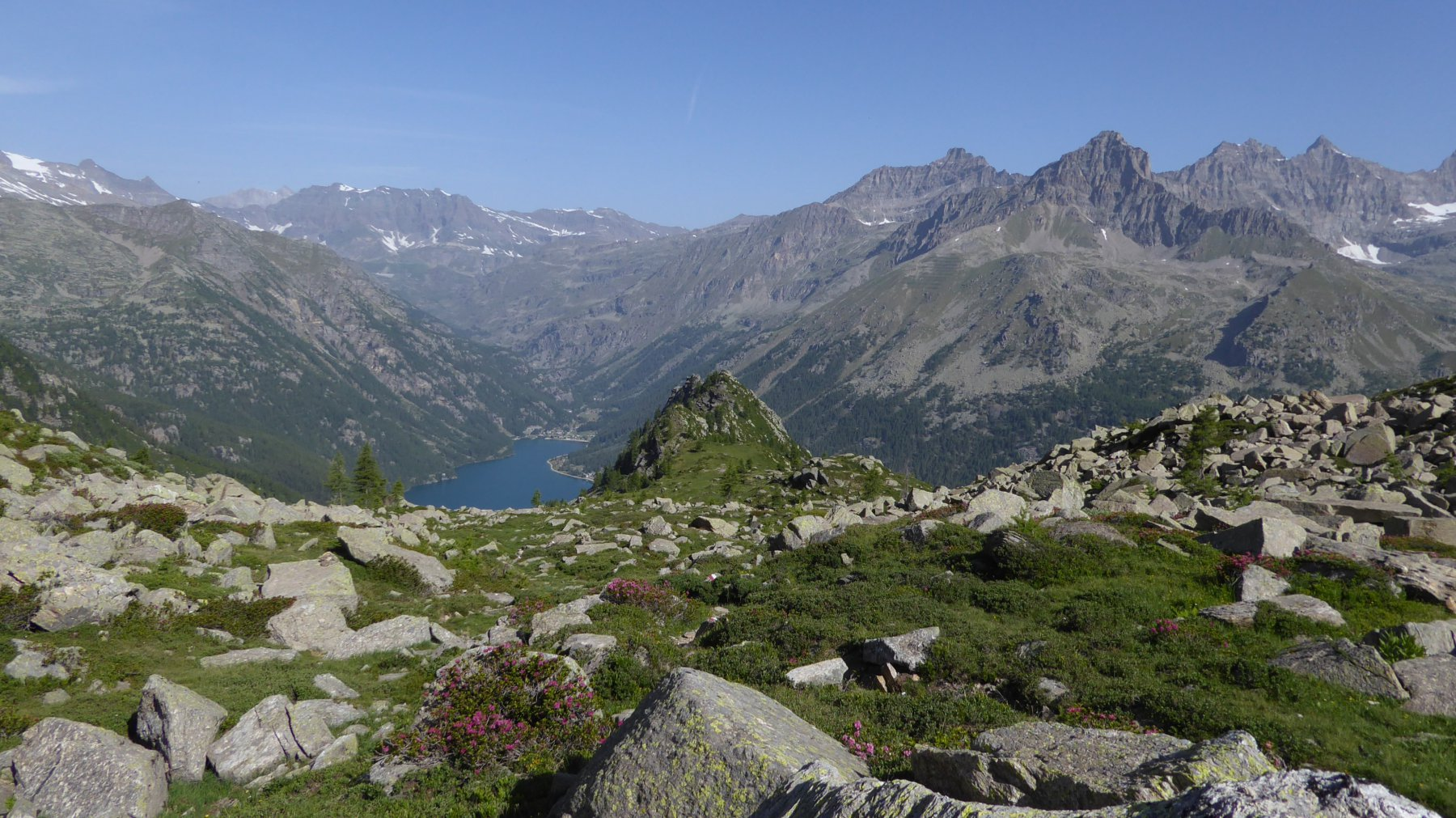 Al centro, Pruset con lago
