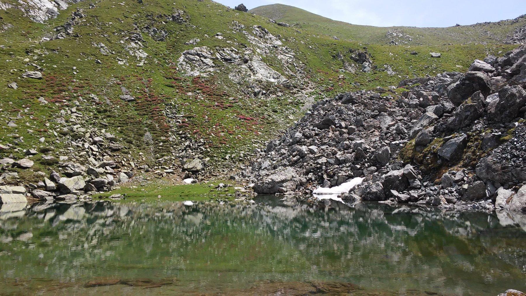 Lago del Turlo superiore con dietro la Costa Fenera mt.2620