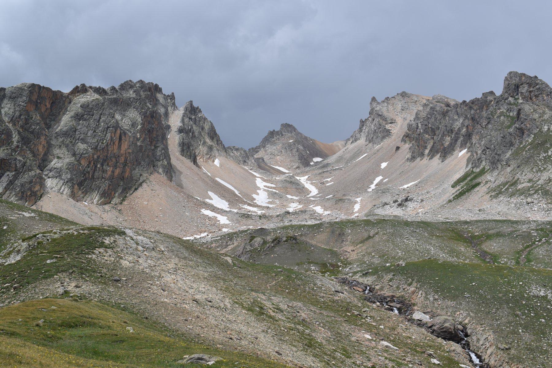 Il vallone di discesa dai pressi del Lac Blanc
