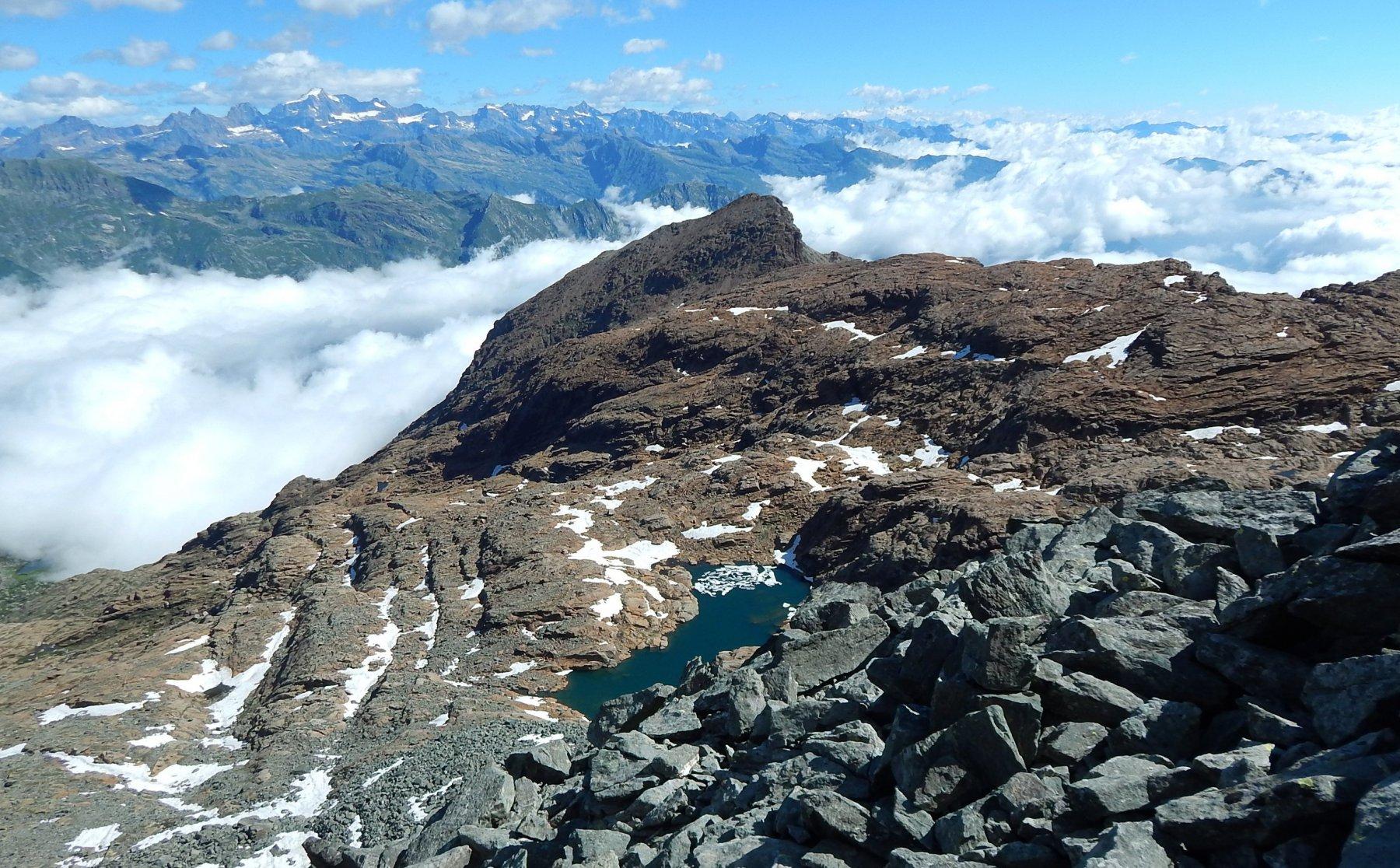 Monte Rosso d'Ala e uno dei laghi Bianchi