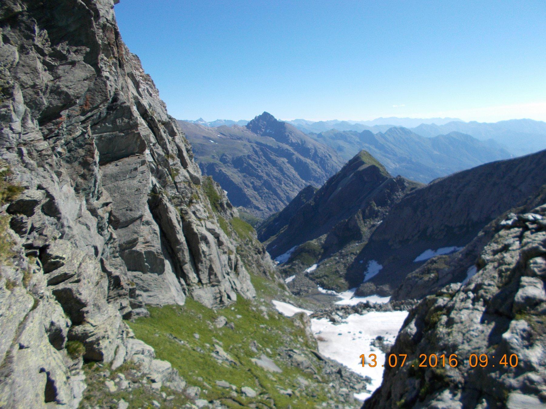 La valle Saulera dal Passo delle Mangioire 2768m. Di fronte l'Uja di Mondrone 2964m