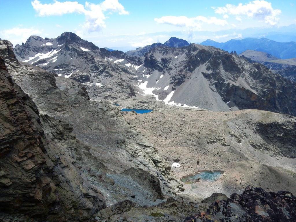 Laghi Forciolline. Dante e Michelis a sinistra, Costarossa e Rocce Meano a destra e alle loro spalle la Cima delle Lobbie.